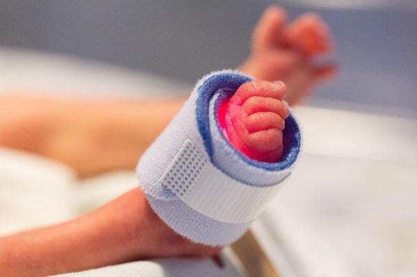 未熟児ちゃんの足