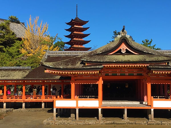 厳島神社と五重塔