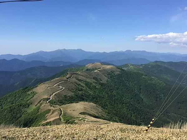 中津明神山の稜線