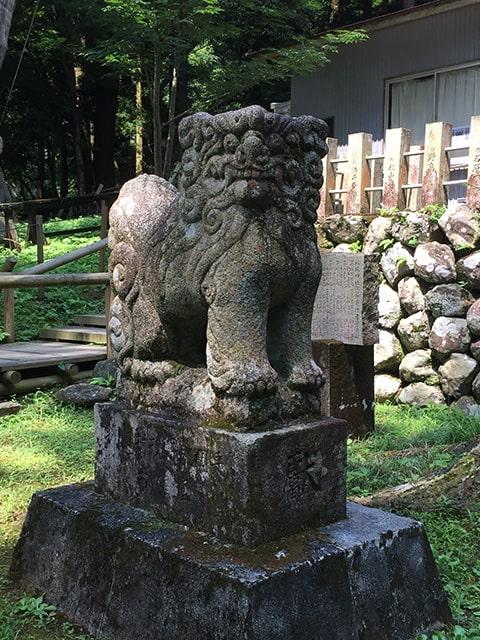 大杉八坂神社の狛犬さん