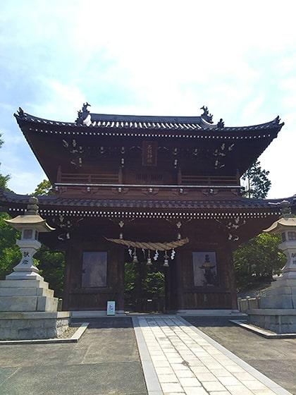 石鎚神社の神門