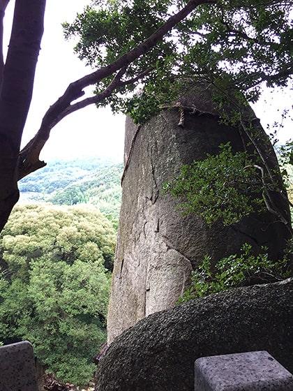 岩上神社の神籬石