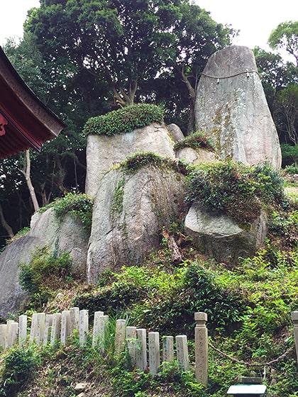 岩上神社の巨石群