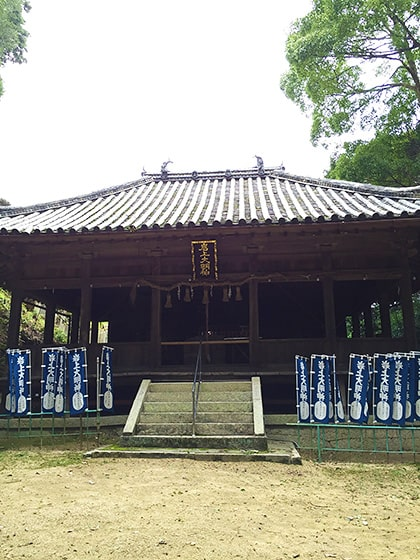 岩上神社拝殿