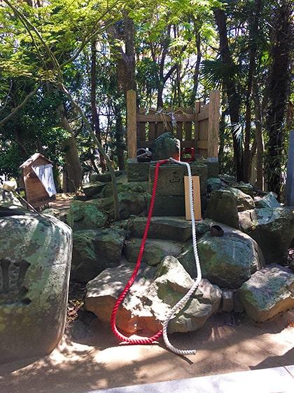 おのころ島神社セキレイ石