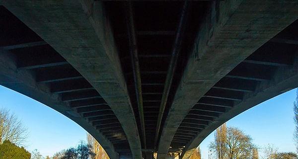 橋が迫る迫力