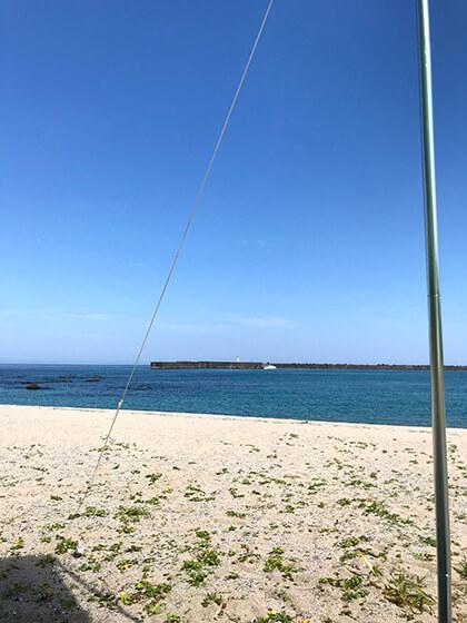 ビーチにタープ